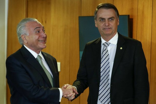 Bolsonaro elogia Temer sobre as reformas e diz que salário mínimo não tem como aumentar